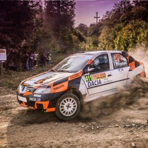Test cu mașina de rally pentru tații pasionați de șofat
