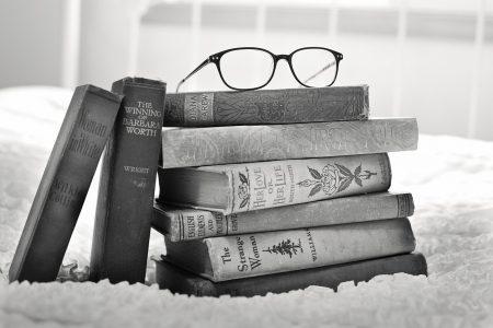 Cărți și filme pentru tați dornici de aventuri și călătorii virtuale- cadouri pentru tați