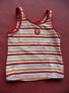 Body-uri și tricouri personalizate pentru un băiat căruia îi place să iasă în evidență de mic