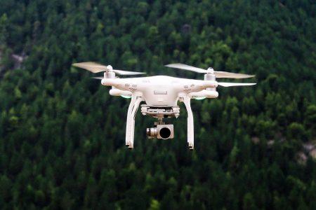 Dronă de monitorizare pentru un vânător pasionat de gadget-uri