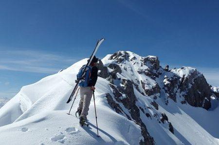 Schiuri și accesorii de schi cadou pentru iubitul căruia îi place să schieze