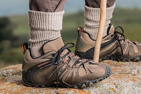 Încălțăminte outdoor pentru bărbații care apreciază mersul lejer și confortabil