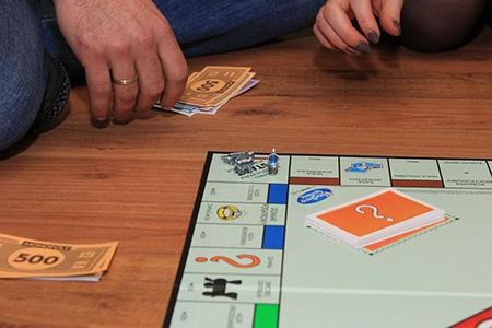 Jocuri de societate moderne pentru cei care apreciază provocările mentale