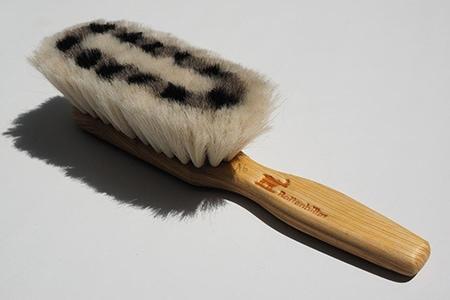 Perii de păr ieftine și utile pentru frumusețea care nu ține cont de mărimea buzunarului