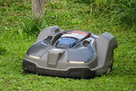 Super dispozitive pentru întreținerea gazonului pentru un bărbat pasionat de grădinărit
