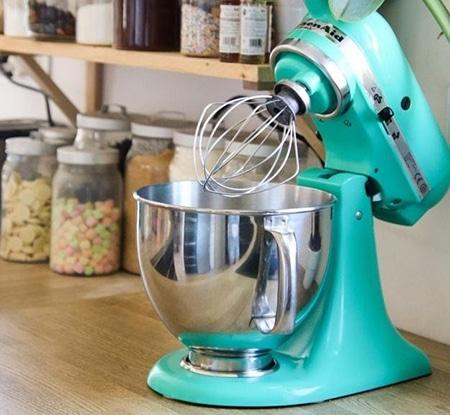 Ajutor în bucătărie – cadou la 40 ani practic și perfect pentru o gospodină desăvârșită