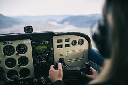 Experiența de zbor – nu vei uita niciodată cum este să prinzi aripi la 40 de ani!