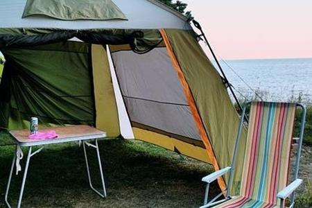 Mobilier de camping pentru o bunică iubitoare de vacanțe în aer liber