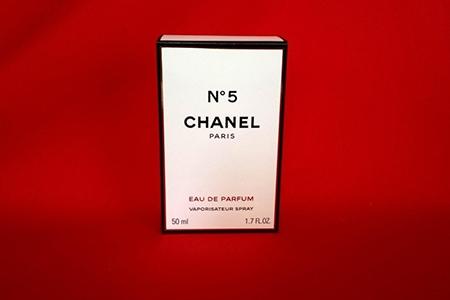 Parfum de lux – cadoul ideal pentru o colecționară de mirosuri unice
