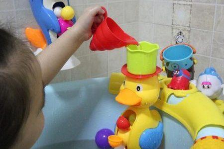 cadouri fete jucarii de baie