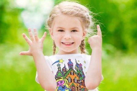 cadouri fete de craciun tricouri de colorat