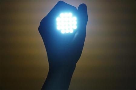Lanternă cu LED-uri pentru un pescar pasionat