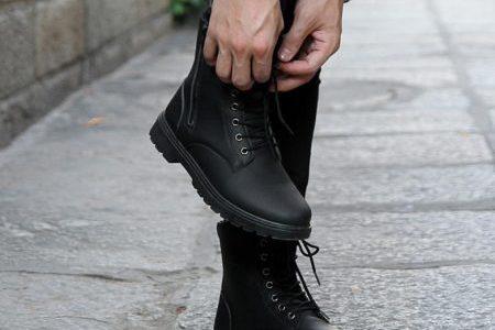 idei cadouri baieți bocanci militari